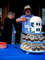 Lauri Roche & Jim Hesser cut the cake at the CU